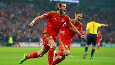 比利时庆祝晋级欧洲杯!孔帕尼率球员欢乐大合唱