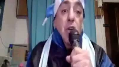 阿根廷球迷愤怒自编歌曲辱骂球王:我有只狗叫梅西【中字】