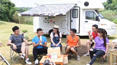 胡海泉公益短片获众人追捧 手捧萝卜奖杯显搞笑