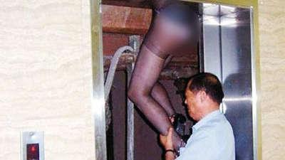 杭州女子出电梯时遇急速下降被夹身亡