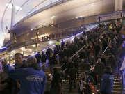 法国枪击案现场:足球转播画面记录巨大爆炸声
