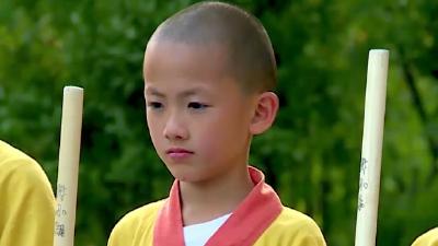 少林武僧齐耍少林棍 带你体验不一样的少林文化