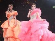 Twins跨年红馆开唱 穿金银色闪石裙跳贴身舞