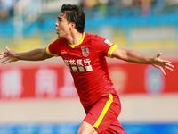 中超-莫雷罗远射世界波 亚泰1-0富力夺赛季首胜