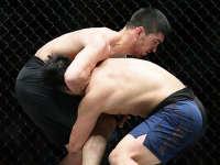 站立断头台!过桥摔KO!超猛新星燃爆ONE冠军赛