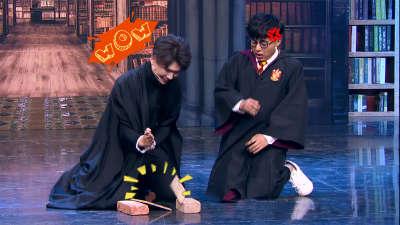 魔法学校转校生何欢被迫徒手劈木板