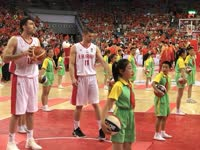满满的套路!小学生篮球操表演占场伊朗一脸懵逼