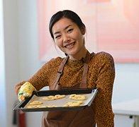 刘雯为探班始源做蛋糕