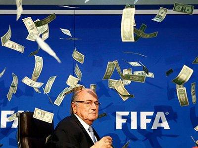 FIFA特别大会布拉特被抗议者当众撒钱