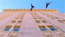 牛人墙壁上秀芭蕾舞 加州达人极限行为艺术