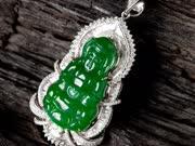 《天下寻宝》20150914:玻璃种帝王绿翡翠挂件 珊瑚估价20万仍不服