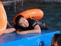 大鹏上演水中芭蕾