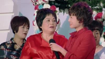 朱丹撕面一家感动相拥 丹妈穿婚纱补办婚礼