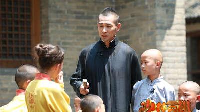 赵文卓带众僧来踢馆 少林小和尚大战在即