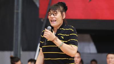 郑海霞带队踢馆 传承中国篮球精神