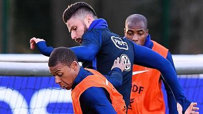 【备战】法国队备战西班牙友谊赛 训练火力十足成进球大战