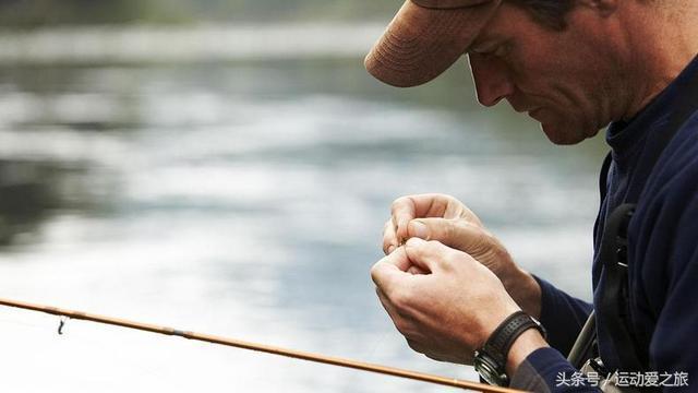 一,钓鱼之最简单易学的绑鱼钩方法图解1