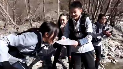 """杨小兰开启""""舔冰""""新技能"""