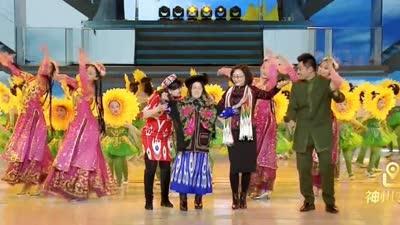 蓝天幼儿园表演舞蹈《我们新疆好地方》