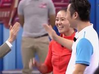 李娜综艺首秀变身段子手 现场打网球惊呆娱乐明星
