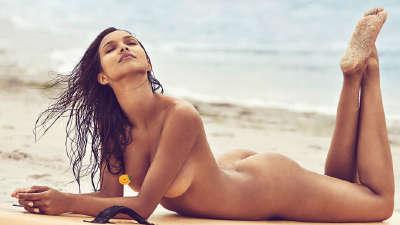 维秘天使超有料!全裸秀豪乳身披国旗助奥运