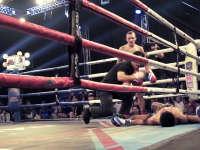 播求战队参观泰国最大拳馆 选手惨遭KO引全员恐慌