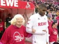 【最佳时刻】科隆为老人难民残疾儿童做慈善