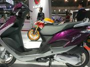 【骑士网车型实拍】五羊本田新款踏板摩托,迅鲨125摩博会实拍