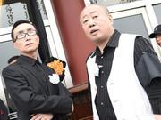巩汉林一身黑衣出席唐杰忠追悼会 表情肃穆强忍悲伤