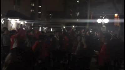 厉害了我的国!上海体育学院学生高唱国歌庆祝胜利