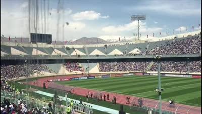 这不是球赛而是狂欢!伊朗主场邀电音歌手赛前高唱 8万球迷陷入疯狂