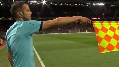 曼联前场快发任意球林加德威胁球门 可惜越位在先