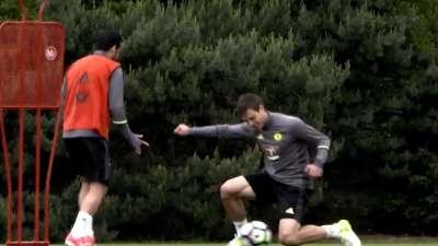 切尔西一周训练报告 佩刀AZP膝盖传球玩上瘾