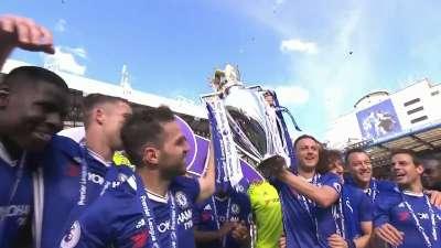 蓝军捧杯时刻!切尔西加冕英超冠军 众将兴奋难掩