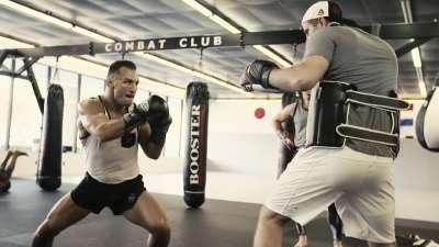 钱德勒即将迎战布伦特 轻量级冠军刻苦训练