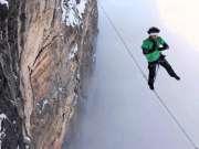 刺激!航拍奥地利六名超胆侠250米高空走扁带