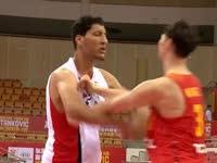 斯杯-王哲林怒怼2米29埃及姚明!抢篮板要位不能怂