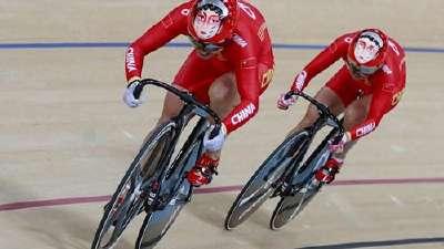 场地自行车赛 中国队头盔上的京剧脸谱别具一格