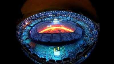 里约奥运风雨兼程终结束 运动传奇与丑闻同行