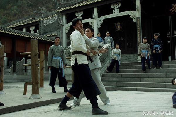 他是甄子丹的师父,功夫不输吴京,36岁打出正宗咏春却始终不红!