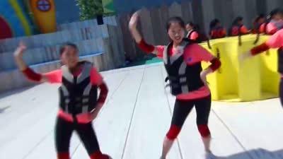 女生队热舞自信开场 男生队战胜女生队