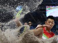 男子跳远决赛 王嘉男第二跳8.17排在第4位