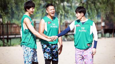 沙滩训练水球狂欢 黑人真诚道歉冯瀚圃
