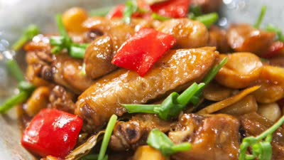 鸡翅吃出猪蹄的感觉 板栗炆鸡翅厨艺称奇