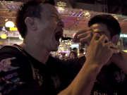 琛帕克带两兄弟夜游曼谷 三人行重口味吃蜘蛛