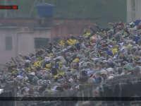 F1巴西站正赛出示第二次红旗 车迷不满喝倒彩