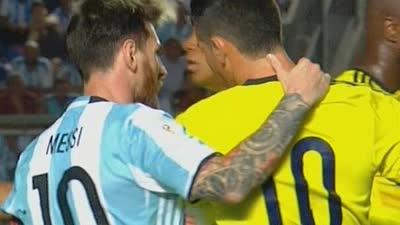 【赛后】哥伦比亚落后J罗情绪失控 梅西主动安抚对手