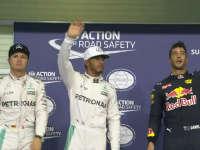 F1阿布扎比站排位赛赛后合影 罗斯伯格好不爽