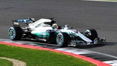 新赛车千锤万击出深山 F1奔驰新战车掀起盖头来