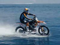 骑行在水中 尽享大自然的原生之美